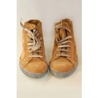 La resistenza unita alla morbidezza delle scarpe playhat sono state ottenute grazie ad una cucitura speciale che unisce la suola al corpo della scarpa stessa