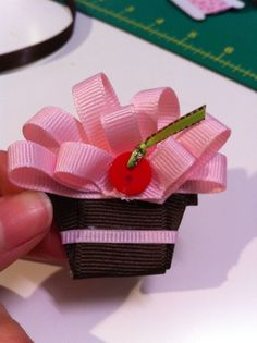 a cupcake hair clip - oh man might need to make this for my little cupcake someday. @Chelsea Vallier @Carissa Constantine