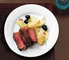 400 Calorie Dinner: Steak With Sautéed Fennel and Olives Fennel Recipes, Olive Recipes, Paleo Recipes, Simple Recipes, 400 Calorie Dinner, 400 Calorie Meals, Fun Cooking, Cooking Tips, Cocina Light