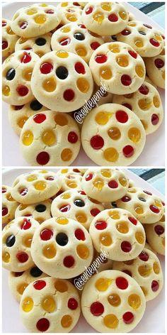 MEYVE SOSLU KURABİYE Biscotti Cookies, Cake Cookies, Cupcakes, Muffin Recipes, Cookie Recipes, Biscuits Russes, Pasta Cake, Baking Buns, Arabic Dessert