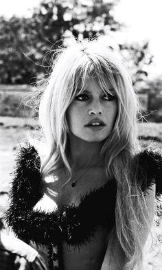 No one has the time (or the money) to always have salon-perfect hair. Here's how to get a Bardot-looking-blowout in LESS than 5 minutes