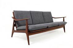 60er Teak Sofa l beautiful organic form & design l Neupolsterung & Neubezug l top Zustand l passender Sessel vorhanden