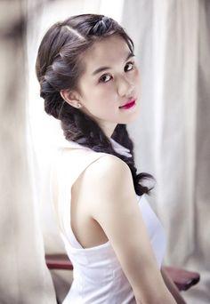 Ngọc Trinh đẹp trong sáng với tóc tết bím cực kỳ dễ thương