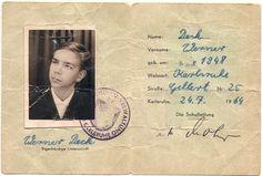 """Heute vor 50 Jahren begann ich meine Malerlehre. Am 5. Juli 1963 trat ich in das Unternehmen meines Großvaters und Vaters ein. Die Firma hieß damals """"Alfons und Fritz Deck"""". Aus dieser Zeit fand ich tatsächlich noch zwei Dokumente. Ein Klassenfoto der Gewerbeschule und meinen damaligen Schülerausweis."""