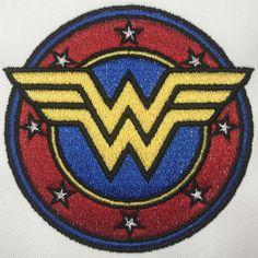 Motif de broderie machine gratuit WONDER WOMAN – Broderie-Machine.com Hand Embroidery Design Patterns, Free Machine Embroidery Designs, Logo Super Heros, Machine Logo, Baby Aspen, Wonder Woman Logo, Pin And Patches, Punch Needle, Superhero Logos