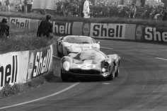 24 heures du Mans 1967 - Ferrari 330 P4 #24 - Pilotes : Willy Mairesse, Jean…