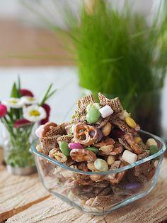 Ihr sucht in letzter Minute etwas selbstgemachtes fürs Osterkörbchen? Dieses Osterhasen Crunch geht fix und easy und schmeckt trotzdem wahnsinnig gut!