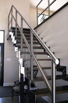 Staircase with metal stringer and stainless rail. Escalier avec limon de métal et rampe d'acier inoxydable Decoration, Stairs, Ss, Home Decor, Steel Stairs, Banisters, Stainless Steel, Decor, Stairway