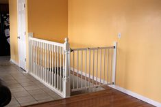 DIY White Baby Safety Gate For Stairs Design Ideas with Amazing Floating Style Safety Gate that Made of the Wood Materials and Vertical Style Wood Stiles that have Top Rails complete with the Bottom Rails Metal Deck Railing, Wall Railing, Balcony Railing Design, Banisters, Railings, Banister Baby Gate, Stair Gate, Tor Design, Gate Design
