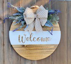 Autumn Wreaths For Front Door, Front Door Decor, Wooden Wreaths, Door Wreaths, Diy Wreath, Wreath Ideas, Welcome Door Signs, Diy Home Decor Easy, Spring Door