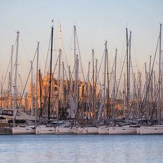 Palma im Sonnenuntergang  #palma #mallorca #mittelmeer #urban #sailing #segeln #mediterranean #instagood #feelgoodphoto #streetphotography #mediterraneo #life #cathedral #sunset #cathedrale #port #porto www.porip.de