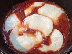 Scamorza al sugo di pomodoro http://www.blogfamily.it/24011_scamorza-mozzarella-sugo-pomodoro/