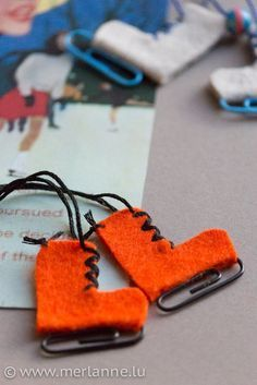 Sweet mini ice skates made of felt! – HANDMADE Kultur A small winter handicraft for ice skate fans. Noel Christmas, Christmas Crafts For Kids, Simple Christmas, Handmade Christmas, Holiday Crafts, Fun Crafts, Diy And Crafts, Christmas Decorations, Halloween Decorations