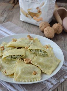 ravioli ricotta e pesto Pesto, Dessert Dishes, Desserts, Ricotta Ravioli, Oreo Cheesecake, Tortellini, Gnocchi, Diets, Delicious Food