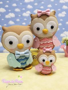 Corujas em feltro com molde - Como Fazer Felt Animal Patterns, Stuffed Animal Patterns, Felt Crafts Dolls, Whimsical Owl, Arts And Crafts, Diy Crafts, Busy Book, Finger Puppets, Felt Fabric