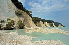 Beeindruckende Kreidefelsen auf der Insel #Rügen in der #Ostsee  http://blog.goeuro.de/ostsee-urlaub/