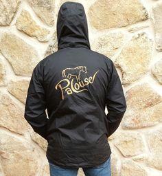 CAZADORA DE CALIDAD SUPERIOR Y DISEÑO ESPECIAL QUE FACILITA LA  LIBERTAD DE MOVIMIENTOS. IMPERMEABLE Y TRANSPIRABLE. Sweatshirts, Sweaters, Fashion, Riders Jacket, Political Freedom, Raincoat, Moda, Fashion Styles, Trainers