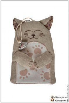 Gouvernante - Masters Fair - faits à la main, fait main Cat Christmas Ornaments, Christmas Cats, Key Bag, Key Wallet, Key Covers, Burlap Crafts, Cat Doll, Sewing Dolls, Cat Crafts