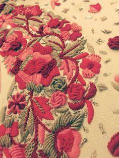 Zardozi Embroidery, Hand Work Embroidery, Couture Embroidery, Indian Embroidery, Embroidery Suits, Hand Embroidery Designs, Embroidery Thread, Floral Embroidery, Beaded Embroidery