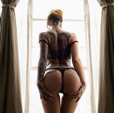 tattooed girl 22