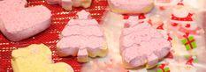 Faire ses bombes de bain c'est vraiment facile et on peut varier les odeurs et les couleurs selon nos préférences. Les filles capotent quand je leur en fais et elles adorent les voir pétiller dans le bain. Bombes de bain maison Ingrédients 1 tasse de bicarbonate de soude 1/2 tasse de fécule de maïs 1/2 … Diy Beauty, Desserts, Simple, Bombshells, Home Made, Daughters, Tailgate Desserts, Deserts, Dessert