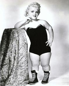 Little Darling Dagmar, lady wrestler Vintage Photos, Old Photos, Dwarfism, Vintage Oddities, Human Oddities, Evil Clowns, Vintage Circus, People Of The World, Special People