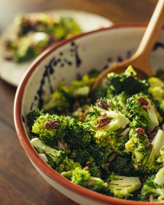 Ingredients: ∙ 8 cups broccoli florets, chopped very small ∙ 1/2 cup red onion, finely diced ∙ 1/2 cup Sun-Maid Raisins ∙ 1/2 cup Sun-Maid Golden Raisins ∙ 1/3 cup salted sunflower seeds, hulled ∙ 1/2 pound bacon, cooked and crumbled into small pieces Sweet Mayonnaise Dressing: ∙ 1 cup mayonnaise ∙ 1/4-1/3 cup white sugar ∙ 1-2 tablespoons white vinegar Once salad is dressed, chill in the refrigerador for a few hours before serving. 🥦 Broccoli Florets, Broccoli Salad, Raisin Recipes, Golden Raisins, White Vinegar, Sunflower Seeds, Mayonnaise, 1 Cup, Maid