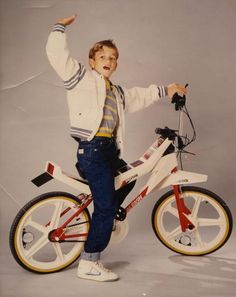 "The 1985 Raleigh Vektor is one of the rarest and strangest ""BMX"" bikes ever made. Freaks And Geeks, Bmx Bicycle, 80s Kids, Cool Technology, Bike Design, Tricycle, Vintage Toys, Childhood Memories, Cycling"