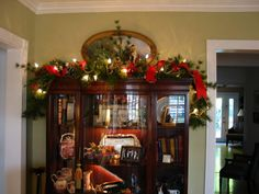 China hutch decor - posted by cattknap on Fri, Oct 26, 07 ---