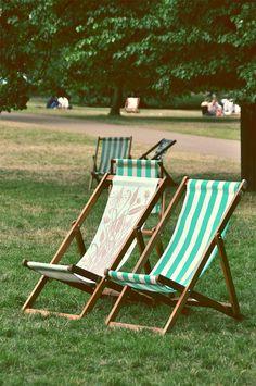 Les chaise longues d'un des parcs londoniens, St James Park #london #park