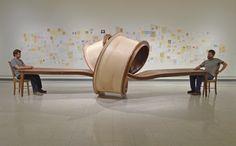 Michael Beitz est un artiste contemporain dont le travail se concentre sur la métamorphose d'objets simples qui se tordent, s'étirent, se développent, de façon presque vivante. Nous avions déjà fait un zoom sur une de ses réalisations, la Picnic Table.  Aujourd'hui, je vous présente son oeuvre nommée « Not Now », une table de cuisine qui s'est allongée, jusqu'à même créer un noeud géant en son milieu. Je vous laisse apprécier l'incroyable travail du bois pour réaliser cette oeuvre.