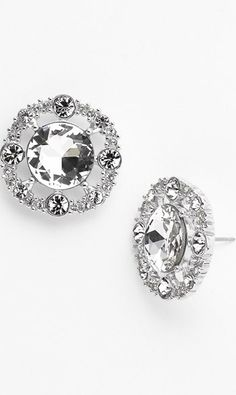 LOVE these sparkly stud earrings!