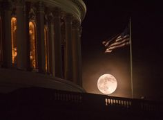 The super moon in Washington DC, the USA, June 23, 2013.