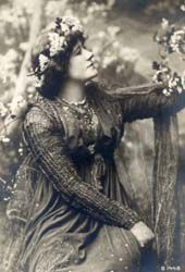 Ellen Terry as Guinevere costume by Burne-Jones - Guinevere - Wikipedia, the free encyclopedia