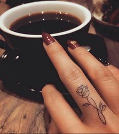 ▷ 1001 + finger tattoo ideas and their meaning - Tattoos - ▷ 1001 + Finger Tattoo Ideen und ihre Bedeutung Flower tattoo on middle finger, small rose, dark red nail polish with stones, cup of coffee Middle Finger Tattoos, Cute Finger Tattoos, Finger Tattoo For Women, Cute Small Tattoos, Little Tattoos, Tattoos For Women Small, Trendy Tattoos, Tattoo Finger, Finger Tats