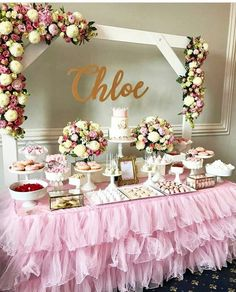 Pin by mari zeeb on abbis first birthday decoracion mesas de postres, dulce Deco Baby Shower, Shower Party, Baby Shower Parties, Baby Shower Candy Table, Shabby Chic Baby Shower, Babyshower Candy Bar, Babyshower Dessert Table, Baby Shower Pink, Baby Shower Cake For Girls