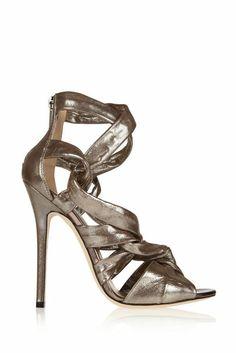 Sandalen in Metallic-Optik von Jimmy Choo, gesehen bei theoutnet.com für 825 Euro                                                      ©  Th...