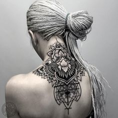 52 tatuagens incríveis para o pescoço Mandala Tattoo Design, Henna Tattoo Designs, Tatoo Henna, Tattoo Ideas, Geometric Mandala Tattoo, Geometric Throat Tattoo, Animal Mandala Tattoo, Mandala Tattoo Back, Geometry Tattoo