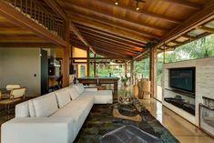 Esta casa de campo contemporánea diseñado por Ana Cristina Faria en colaboración con Maria Flavia Melo exhala libertad y aumenta la sensación de serenidad  Read more: http://www.casasyfachadas.com/2014/03/casa-de-campo-contemporanea-que-exala-libertad-y-serenidad-en-brasil/#ixzz2vbWQW5f0 Under Creative Commons License: Attribution