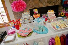 Disney Princess Party dessert table... mesa de postre fiesta de princesas #fngnovelties