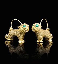 A PAIR OF LION-FORM GOLD EARRINGS, PERSIA, 12TH CENTURY