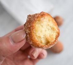 A super easy low-FODMAP Cake Doughnut Hole recipe for light, melt in your mouth taste. Gluten-free and dairy-free too. Gluten Free Deserts, Gluten Free Cakes, Lactose Free Milk, Dairy Free, Grain Free, Fodmap Breakfast, Doughnut Holes, Milk Cake, Fodmap Recipes
