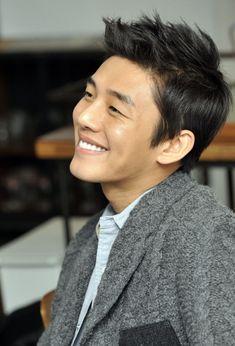 Yoo Ah In's agency refutes relationship claims? Lee Hyun Woo, Lee Jong Suk, Korean Star, Korean Men, Asian Actors, Korean Actors, Korean Idols, Hot Actors, Actors & Actresses