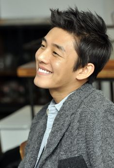 Yoo Ah In's agency refutes relationship claims?