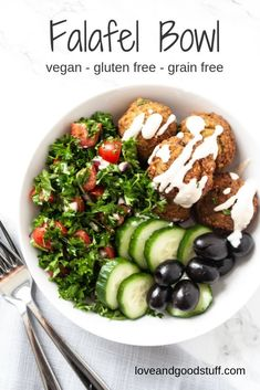 This easy falafel bowl is full of mediterranean flavour! Authentic falafel and a grain free parsley tomato salad along with sliced cucumber and black olives all topped with tahini sauce! This healthy salad bowl makes a great meal prep for lunches or try Salad Recipes Healthy Vegetarian, Salad Recipes For Dinner, Chicken Salad Recipes, Healthy Dinner Recipes, Vegan Vegetarian, Vegetarian Breakfast, Healthy Snacks, Vegan Recipes, Dessert Recipes
