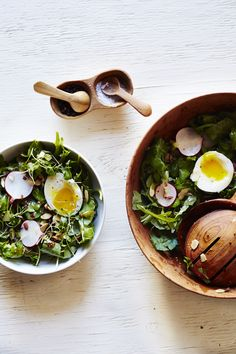 {arugula breakfast salad with soft boiled eggs}
