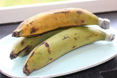 Die Kochbananen verändern bei der Reife ihren Geschmack. Je dunkler sie werden desto süßer schmeckt das Fruchtfleisch. Grüne Kochbananen schmecken fast wie rohe Kartoffeln.