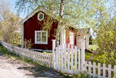 Little red Swedish cottage Swedish Cottage, Cute Cottage, Red Cottage, Swedish House, Cottage Living, Cottage Style, Small Cottages, Cabins And Cottages, Red Houses