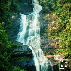 Este é o Parque Nacional da Tijuca, localizado no Rio de Janeiro. Essa cachoeira linda faz com que a natureza fique mais pura e gostosa de se estar perto! Se não conhece de perto, corre pro Rio! #CurtaOBrasil #AmoViajar #Viagens #ClubeTurismo