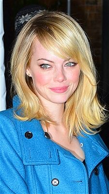 Young starlet Emma Stone knows blondes have more fun and uses simple styling to look sophisticated with this medium length cut.